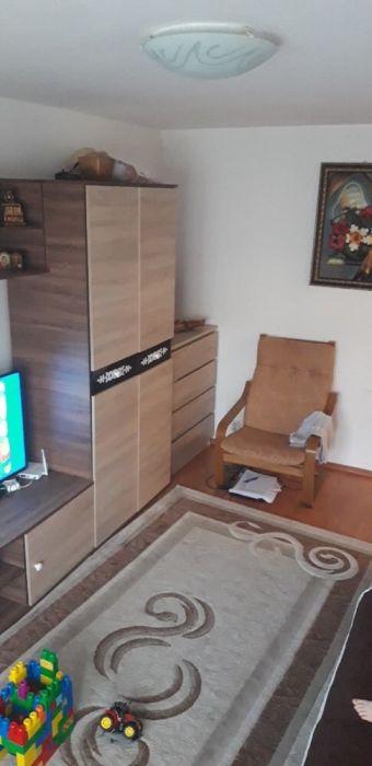 Vând apartament -proprietar
