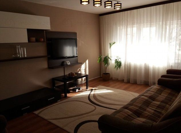 Vand apartament 3 camere decomandat ,modern,complet mobilat.