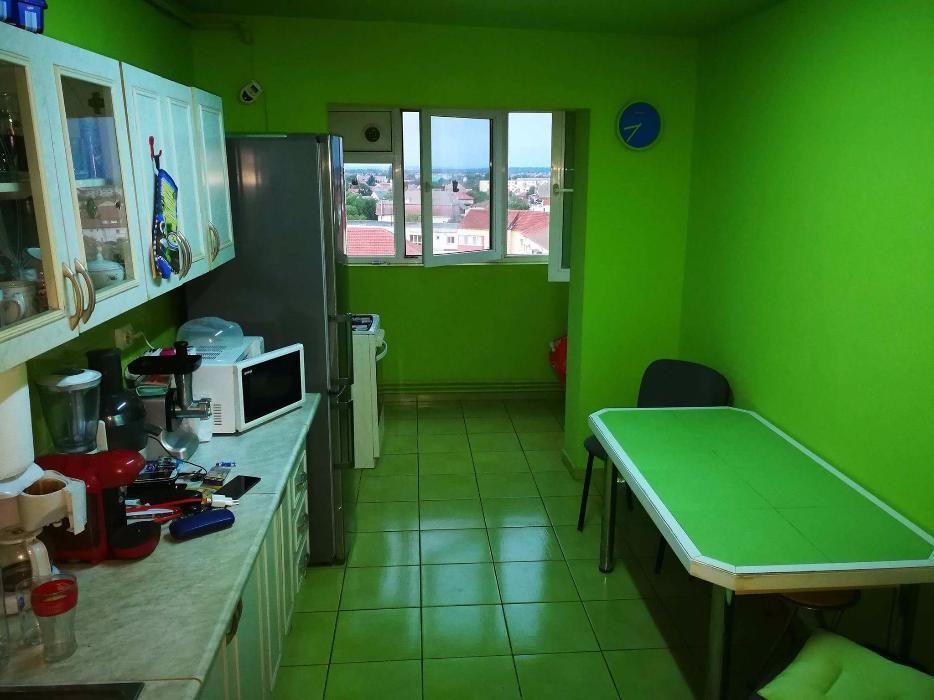 Apartament 4 camere, decomandat, zona Olimpia-Stadion, langa Complex