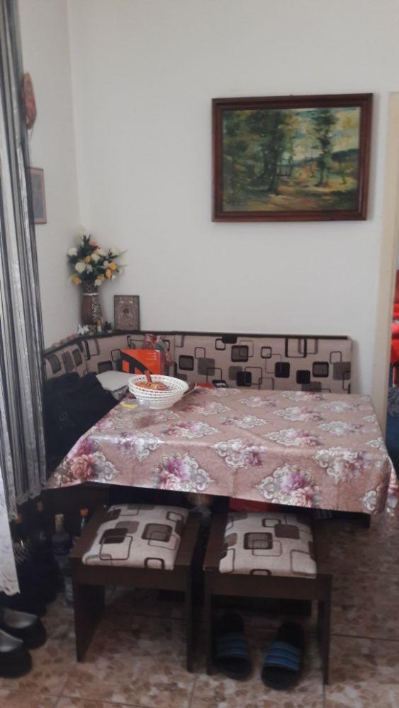 Închiriez apartament mic la casa