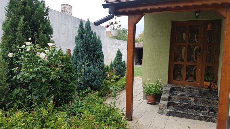 Casa cu trei camere de inchiriat,langa ALFA CENTER