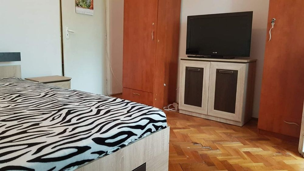 Zona medicină apartament 3 camera 450 euro