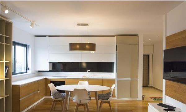Proprietar inchiriez apartament 3 camere in zona buna