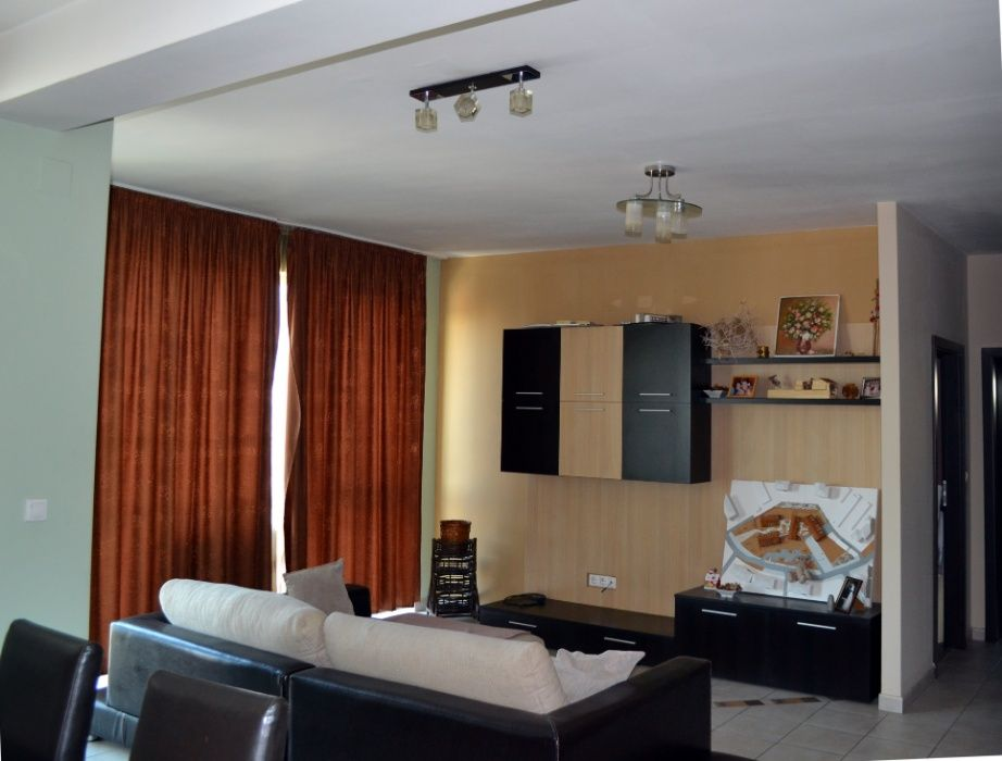 Inchiriez apartament de 3 camere - posibilitate parcare garaj subteran