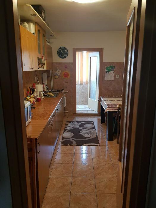 Proprietar, vând apartament cu 3 camere în Poarta 6