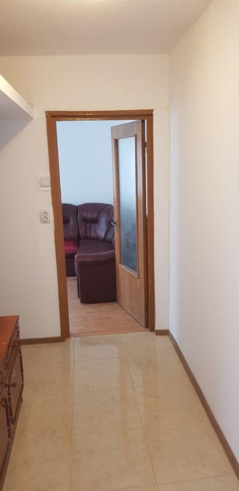 Inchiriez apartament 3 camere zona km 4-5.