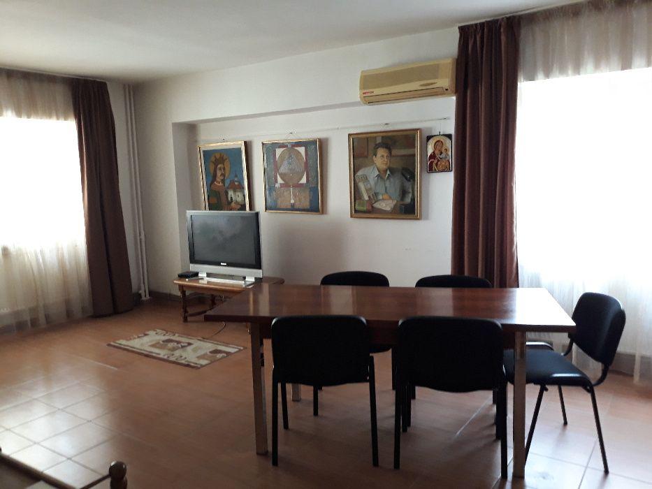 Apartament 4 camere, decomandat, Nicolina bulevard, prima statie