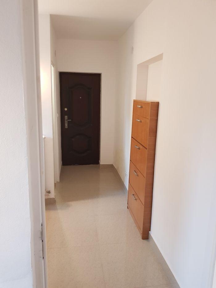 Inchiriez apartament cu o camera centu