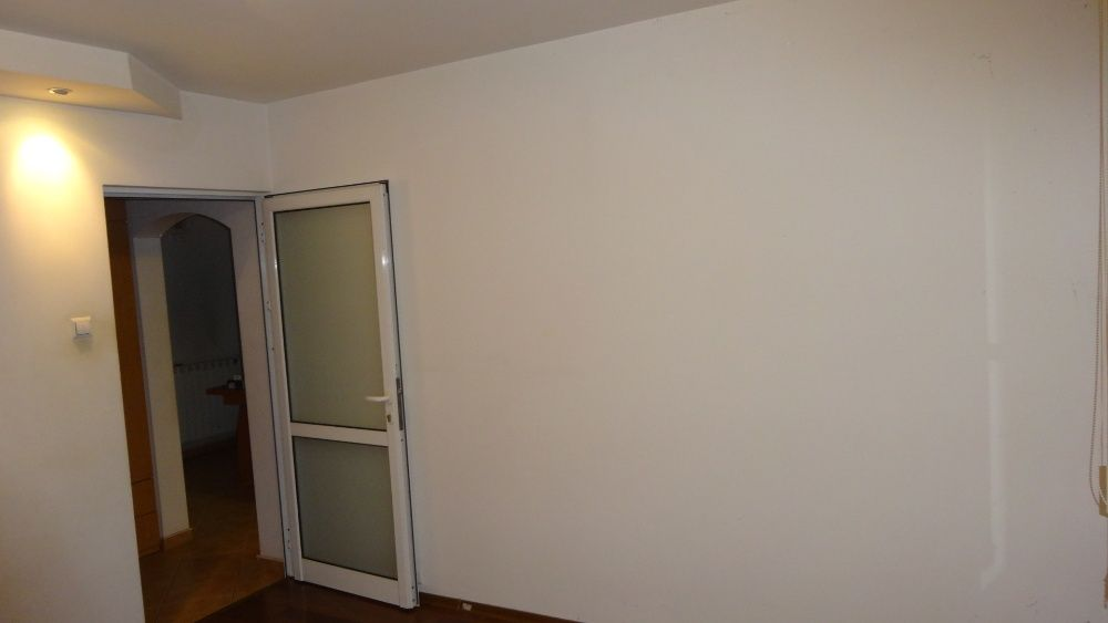 PF - inchiriez apartament(sp comercial) la parter- SF. Lazar