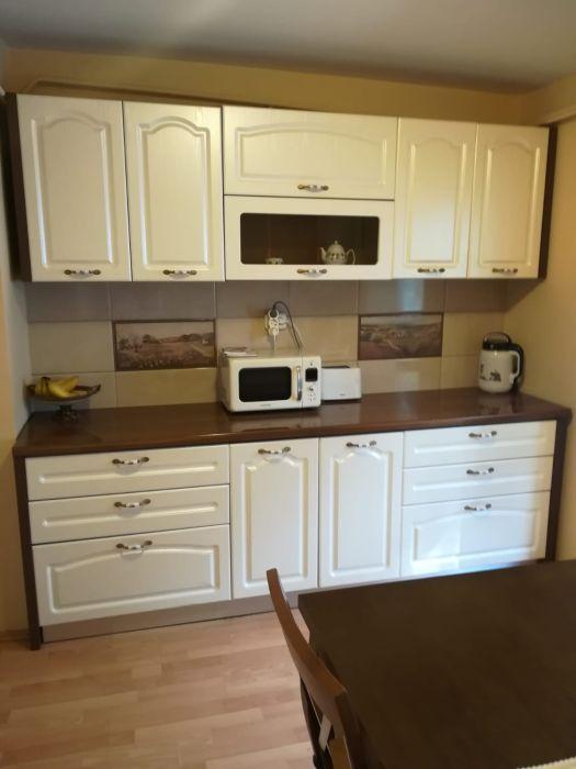 Vând apartament cu 4 camere, centrală termică, mobilat și utilat