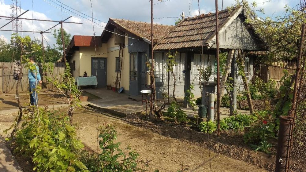 Vand casa comuna Leu, drum asfaltat