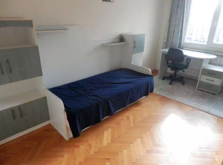 Inchiriez apartament cu 4 camere in zona Berceni