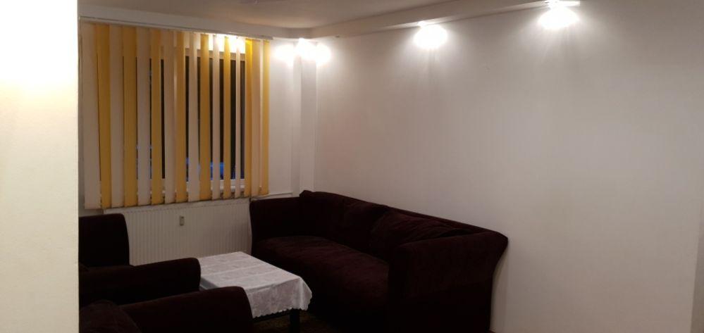 Apartament cu 4 Camere de închiriat