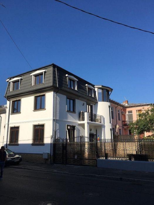 Vila 3 nivele, 300 mp+curte, 200 mp, Centrul Civic, Casa Poporului