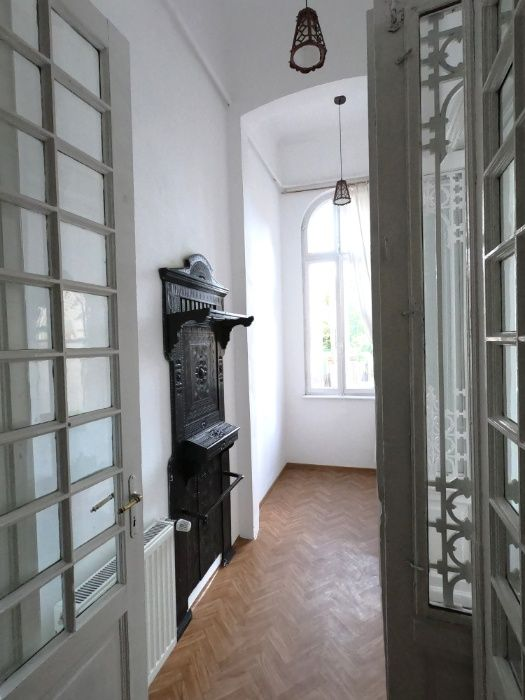 Inchiriez Apartament 5 camere la parter in Vila S+P+1E+M