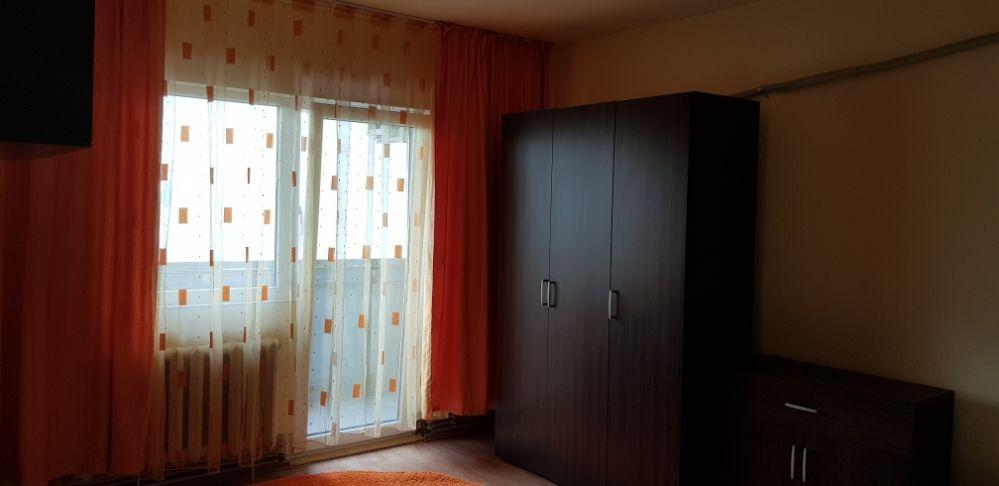PF vand apartament 3 camere decomandat Piata Ion Mester