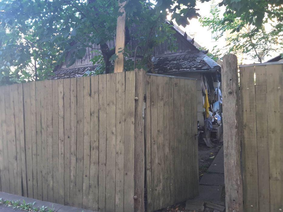 Vanzare teren cu casă în cartierul Zorilor str. Privelistii