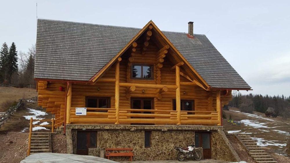 Cabana / Casa din lemn rotund